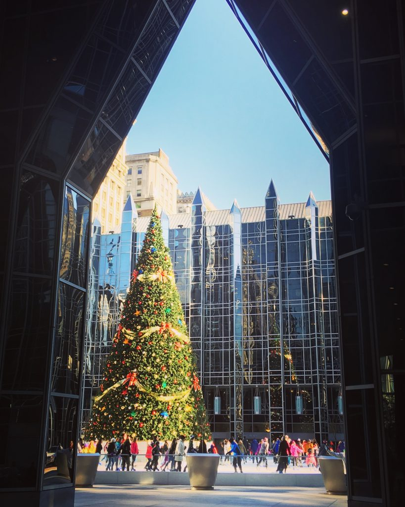 PPG Place in Pittsburgh, Ice rink through the archway